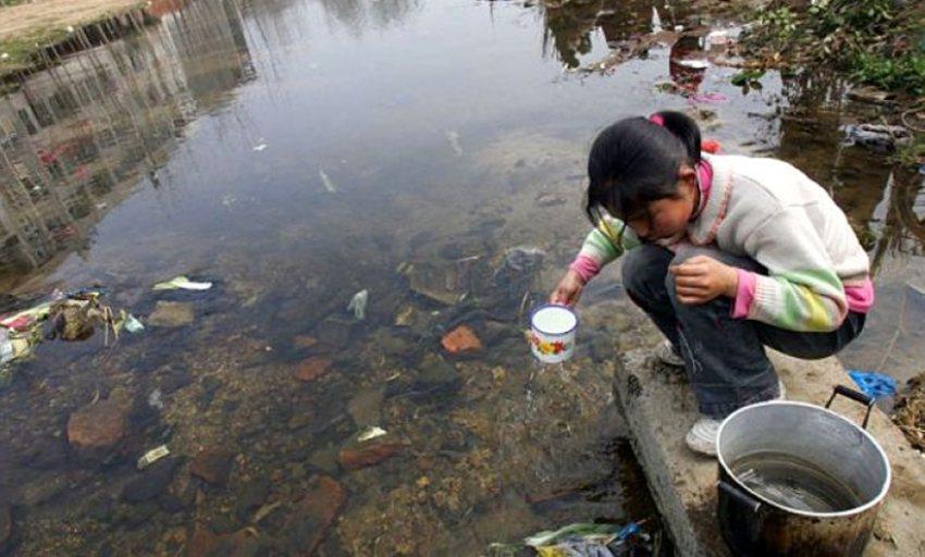 Por de contaminada causadas agua enfermedades consumo